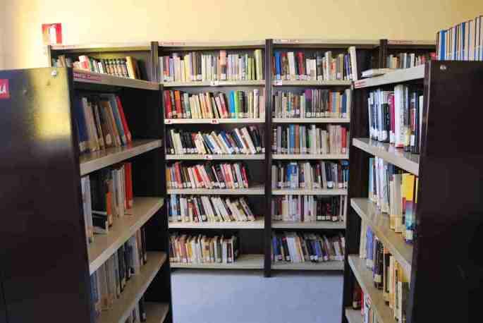 Prestatgeries biblioteca Polinyà de Xúquer